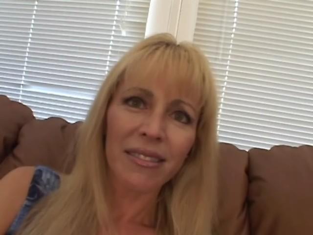 Une pute de 40 ans baise avec deux lascars
