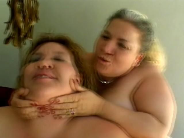 Chienne mature obèses gouines joue avec godes