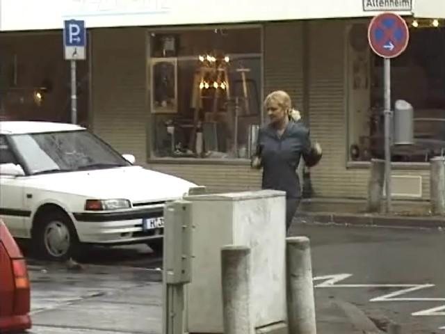La salope pisse devant un voyeur