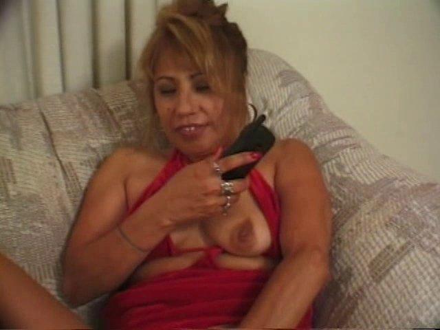 Femme mature qui se tape son voisin