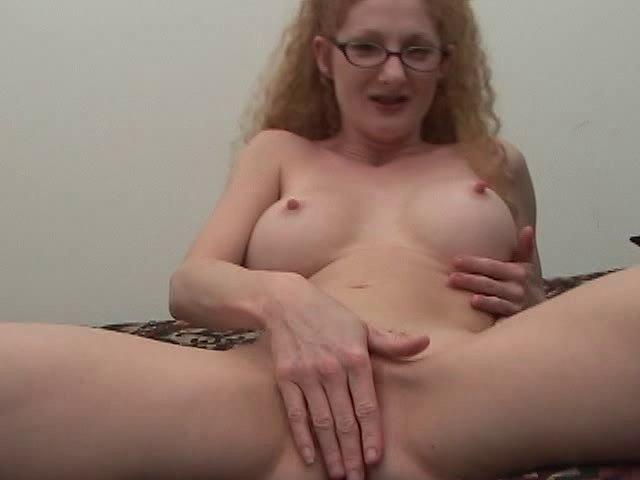 Femme rousse et à lunettes, c'est à dire moche, se fait troncher